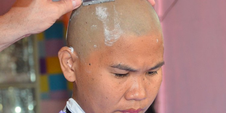 Straight razor head shave