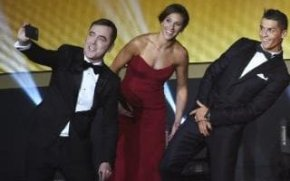 James Nesbitt takes a selfie while Carlie Lloyd and Cristiano Ronaldo poke enjoyable at his locks